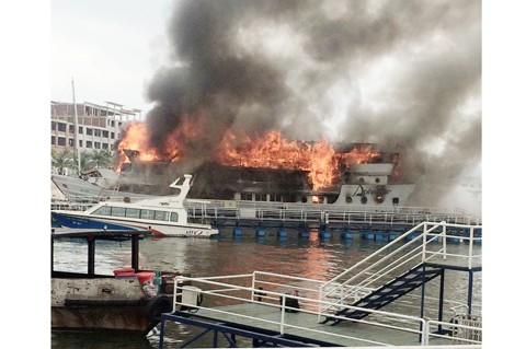 Quảng Ninh: Cháy tàu du lịch có 36 khách quốc tế ảnh 2