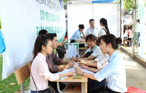 Ngày hội việc làm cho sinh viên năm cuối tại Huế ảnh 1
