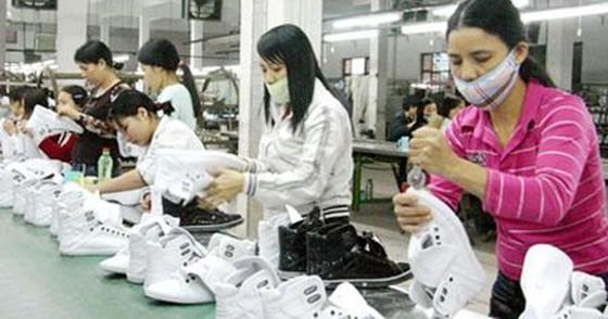 Tăng lương: DN, người lao động cùng sợ? ảnh 1