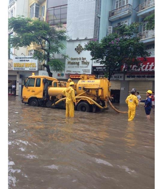 Hà Nội chìm trong biển nước sau đêm mưa lớn ảnh 3