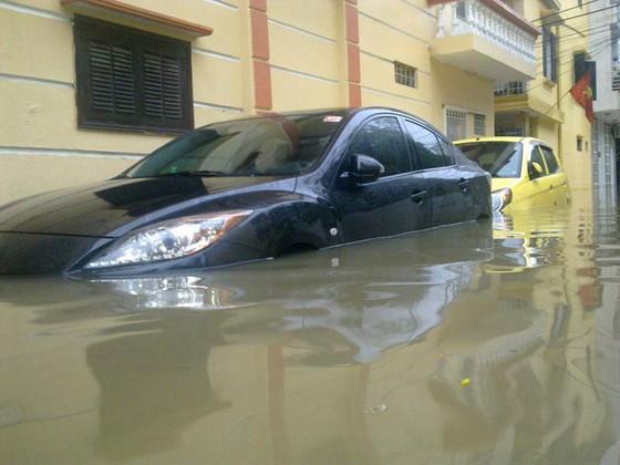 Hà Nội chìm trong biển nước sau đêm mưa lớn ảnh 2