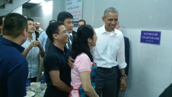 Tổng thống Obama thưởng thức bún chả Hà Nội ảnh 1