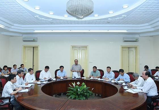 Thủ tướng chủ trì họp về kinh tế vĩ mô ảnh 1