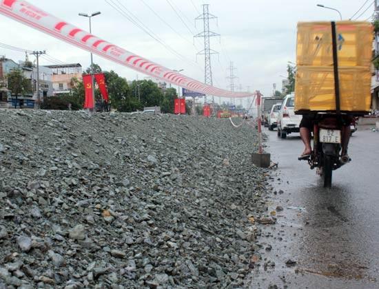 Tạm ngưng thi công đường Kinh Dương Vương ảnh 1
