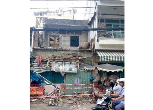 Sập nhà trên đường Cô Giang ảnh 1