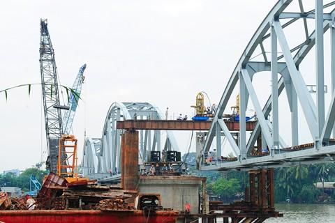 Hoàn thành nối nhịp và chạy tàu qua cầu Ghềnh ảnh 2