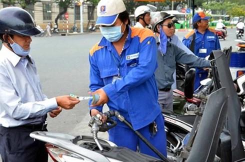 Thuế NK xăng dầu gây bất lợi người tiêu dùng? ảnh 1