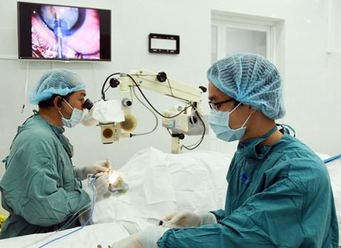 MB cùng Viện mắt TPHCM mổ mắt miễn phí ảnh 1