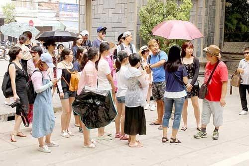 Khánh Hòa rối tung vì khách Trung Quốc ảnh 1