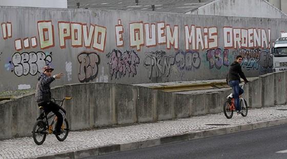 Eurozone trừng phạt Tây Ban Nha, Bồ Đào Nha ảnh 1