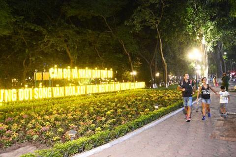 Hà Nội khai trương phố đi bộ khu vực hồ Gươm ảnh 1