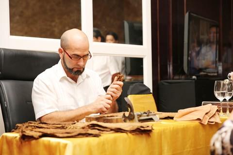 Độc đáo nghệ nhân cuốn Cigar từ Cuba - cách thưởng thức siêu quý tộc ảnh 1