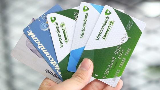 Hàng loạt khách hàng Vietcombank bị khoá thẻ ảnh 1