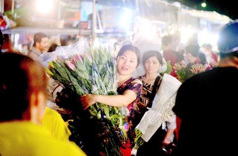 Chợ hoa Quảng Bá cháy hàng ngày 20-10 ảnh 1