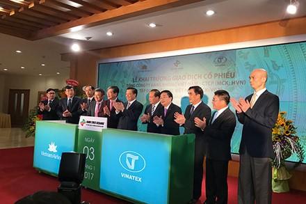 Cổ phiếu Vietnam Airlines nóng ngày đầu lên sàn ảnh 1