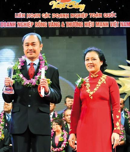AIA Việt Nam nhận Giải thưởng Rồng Vàng lần thứ 7 ảnh 1