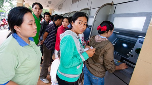 Mất hơn 60 tỷ đồng vì thẻ ATM giả ảnh 1
