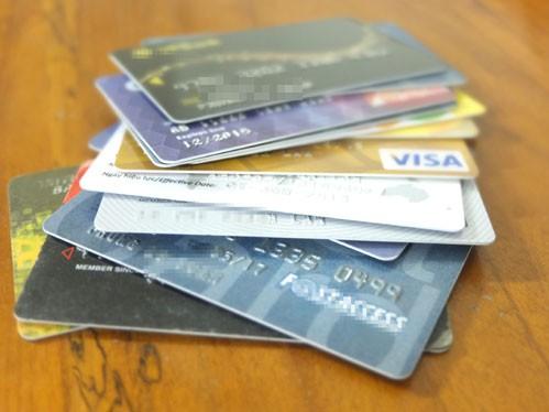 Nguy cơ mất tiền khi mở hộ thẻ ngân hàng ảnh 1