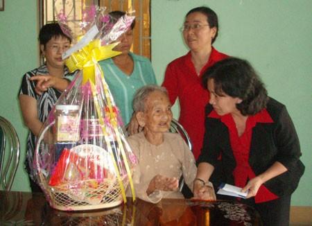 BIDV: 100.000 phần quà Tết tặng người nghèo ảnh 1