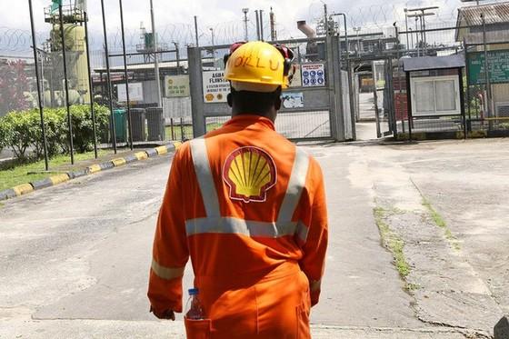 Exxon, Shell đối phó giá dầu giảm ảnh 1