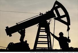 Chênh lệch giá dầu Brent và WTI giảm xuống ảnh 1