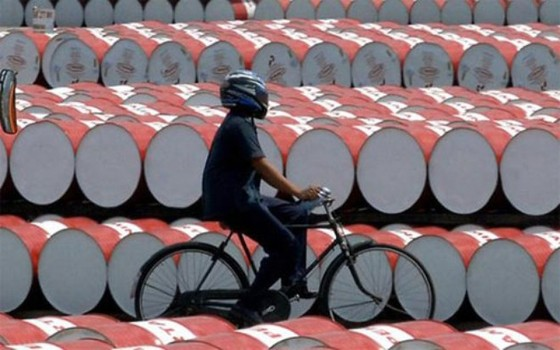 Saudi Arabia lại giảm giá dầu ảnh 1