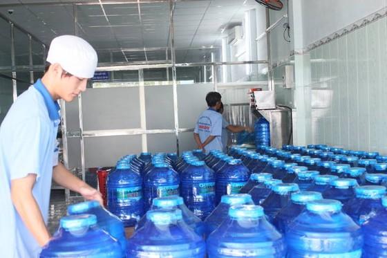 Vận hành nhà máy nước đóng chai gần 20 tỷ đồng ảnh 1