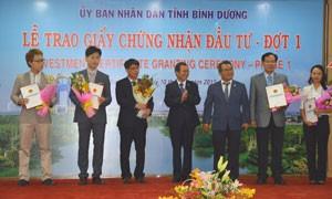 Bình Dương trao chứng nhận đầu tư cho DN FDI ảnh 1