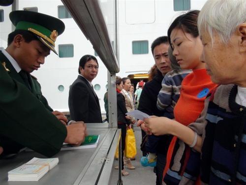 Cảng Chân Mây đón 600 khách tàu biển ảnh 1