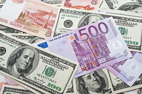 Những rủi ro nếu Nga chia tay đồng USD ảnh 1