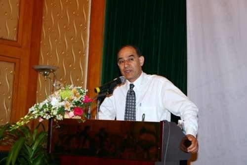 GS. John H. Behzad thuyết trình tại Việt Nam ảnh 1