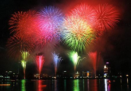 Cả nước nô nức đón chào năm mới Nhâm Thìn ảnh 1