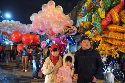 Cả nước nô nức đón chào năm mới Nhâm Thìn ảnh 2