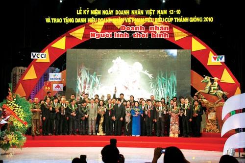 Doanh nhân Việt: Càng khó càng rõ bản lĩnh ảnh 1