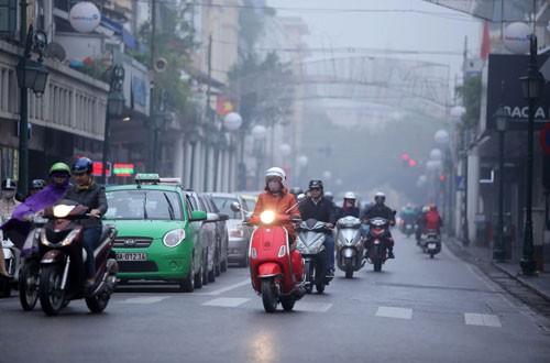 Đường phố Hà Nội phủ kín sương mù ảnh 2