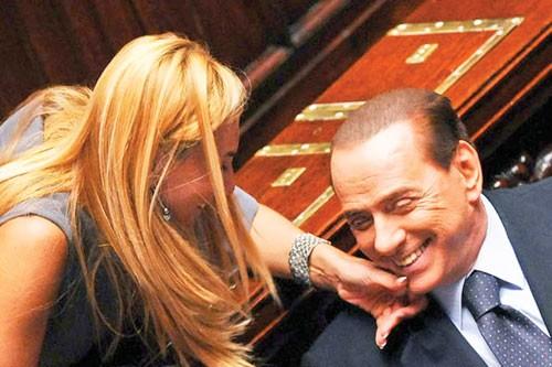 """Scandal các nguyên thủ (K3): """"Tay chơi"""" Berlusconi ảnh 1"""