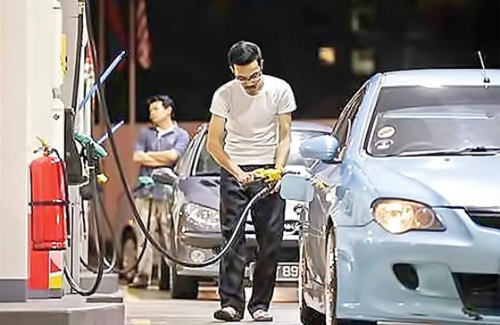 Malaysia giảm trợ cấp xăng dầu ảnh 1