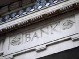 Fitch xem xét hạ bậc hàng loạt ngân hàng lớn ảnh 1