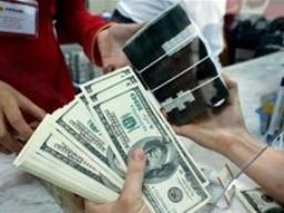 Ngân hàng bất ngờ nâng giá USD lên kịch trần ảnh 1