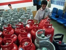 Từ 1-11: Gas tăng 7.000 đồng/bình 12kg ảnh 1