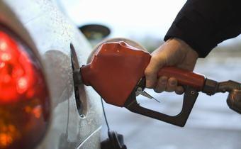 Tăng thuế hay hạ giá xăng dầu? ảnh 1