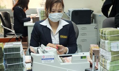 Nhiều ngân hàng đã thu phí nộp tiền mặt ảnh 1