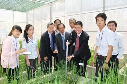 DuPont VN và Đại học Tiền Giang ký hợp tác học tập nông nghiệp ảnh 1