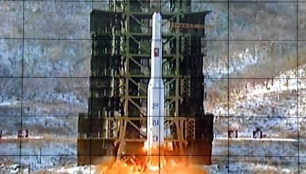 Nhật Bản hăm bắn hạ tên lửa Triều Tiên ảnh 1