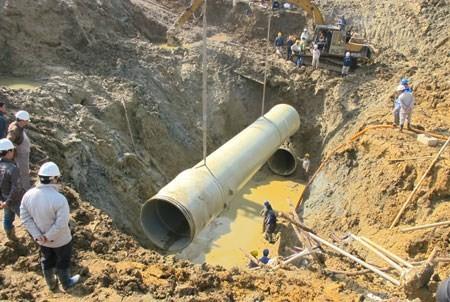 Vỡ ống nước Sông Đà do chất lượng ống ảnh 1