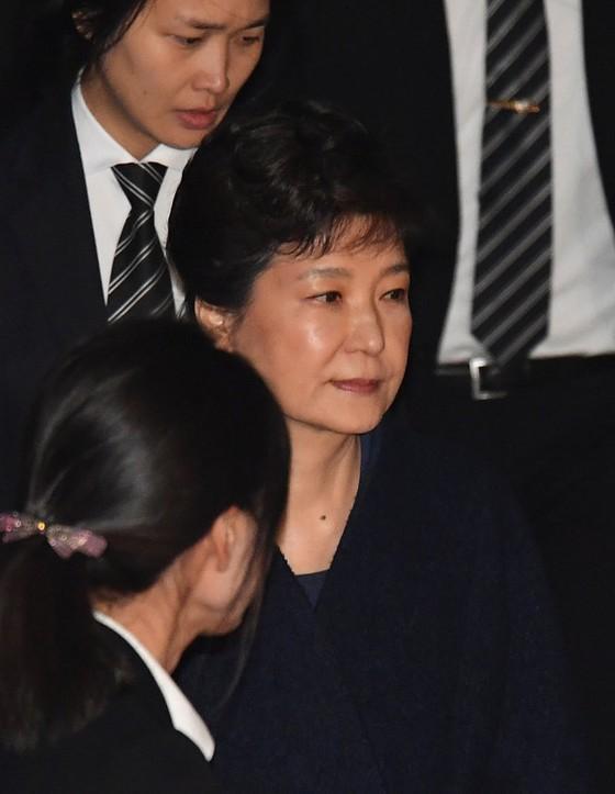 Cựu TT Hàn Quốc thuê 14 luật sư biện hộ ảnh 1