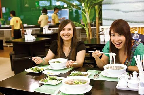 Ẩm thực Việt gian nan xuất ngoại ảnh 1
