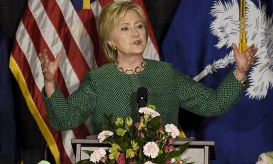 Phát hiện tài liệu mật trong máy tính bà Clinton ảnh 1