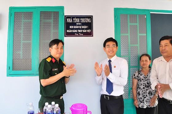 Viet Capital Bank tặng nhà tình thương tại Củ Chi ảnh 1