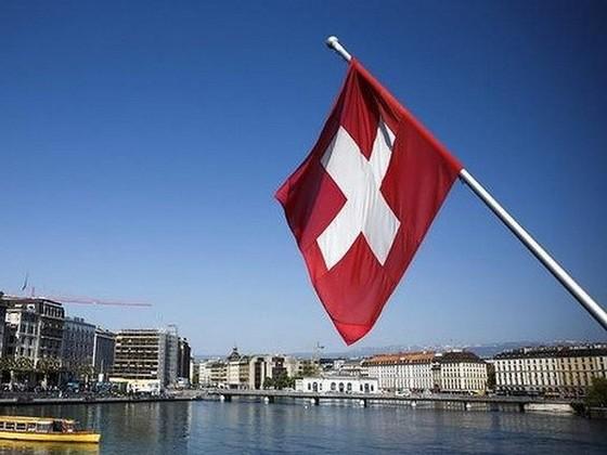 Thụy Sĩ ký thỏa thuận đầu tiên về trao đổi thông tin thuế ảnh 1